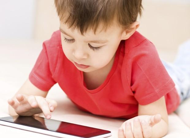 criancas com sonanbulismo digital