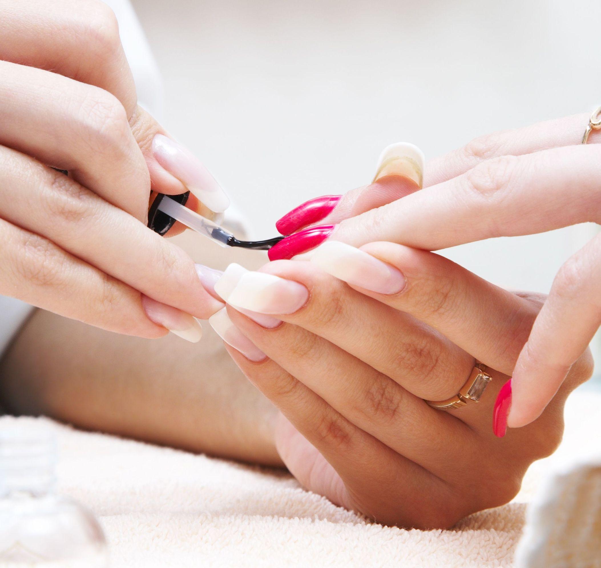 como fazer as unhas com higiene